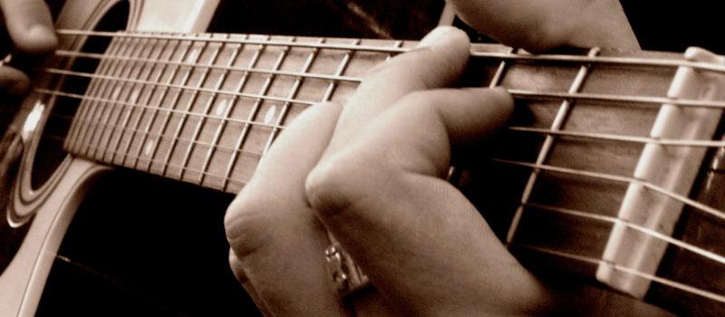 Comment apprendre à jouer de la guitare avec internet ?