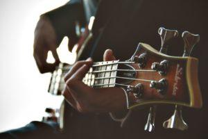 Comment choisir une guitare pour un adulte ?