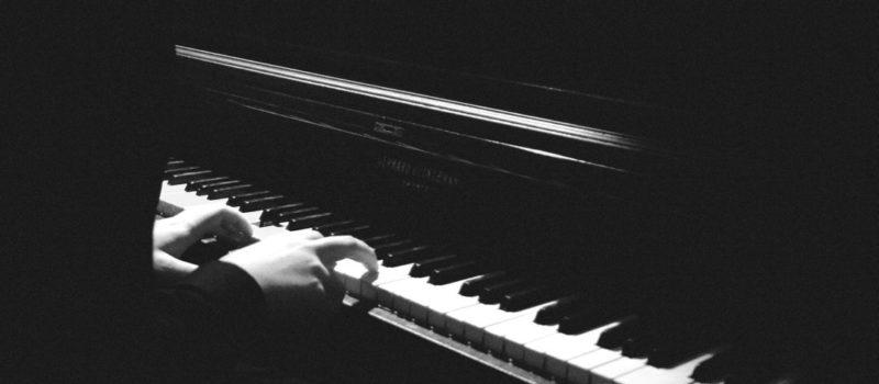 Comment apprendre le piano avec ses chansons préférées?